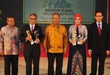 "Budiarsa Sastrawinata Penerima Kategori ""The Person"" Properti Indonesia Award (PIA) 2015"